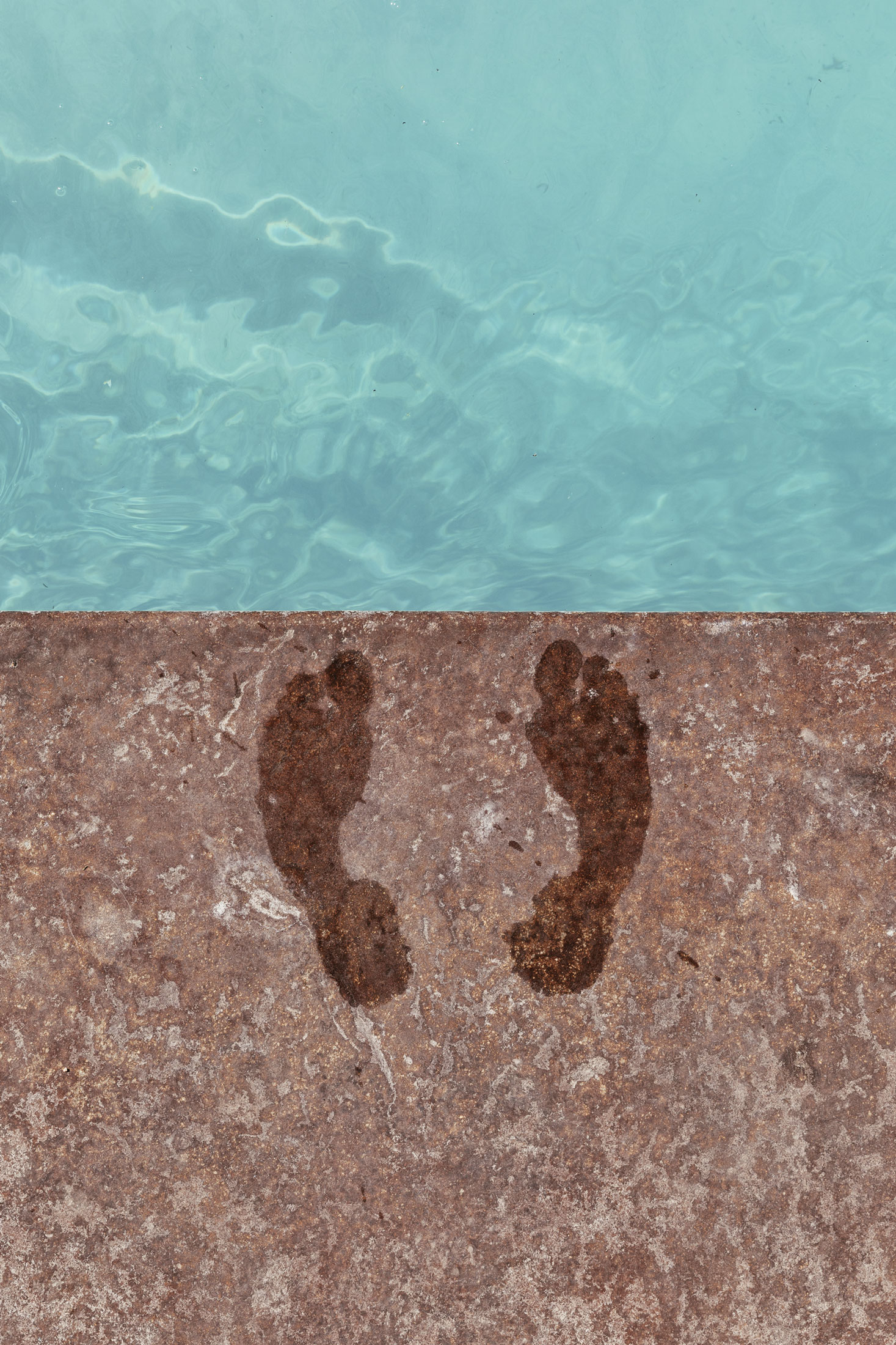 Wet footprints at a pool. Kimberly Genevieve lifestyle photographer Los Angeles