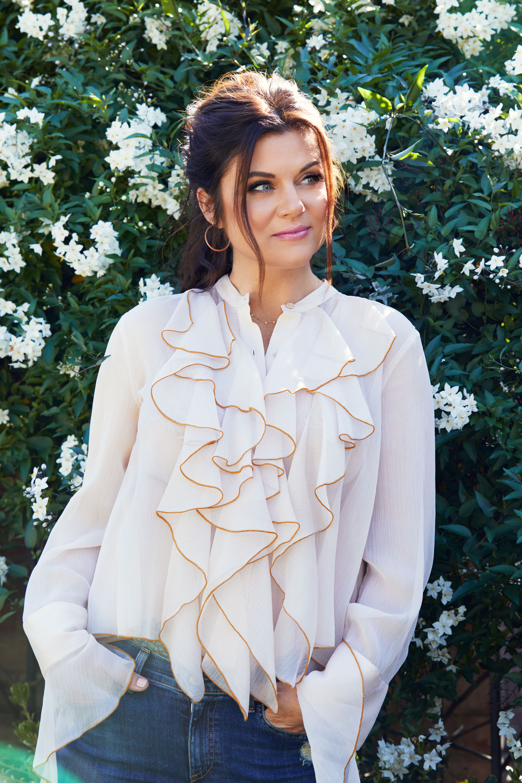 Tiffani Thiessen wearing a white blouse. Kim Genevieve Los Angeles Portrait Photographer