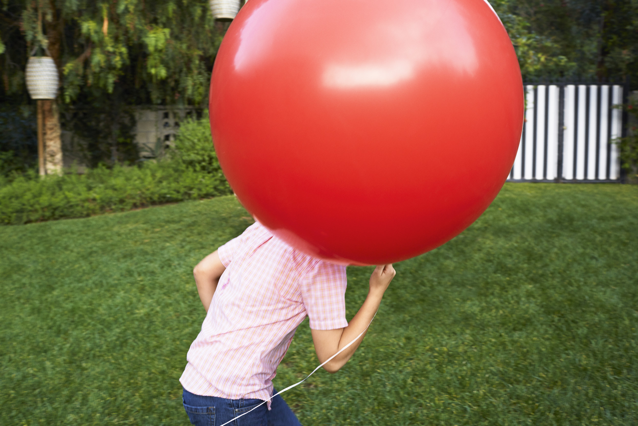 Kid running with a big red balloon - Kim Genevieve Los Angeles Lifestyle Photographer